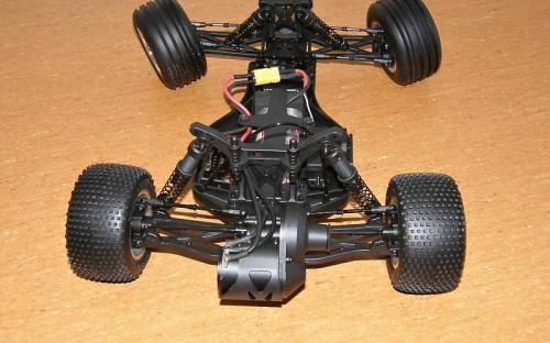 Podvozek klubového modelu HPI E-Firestorm
